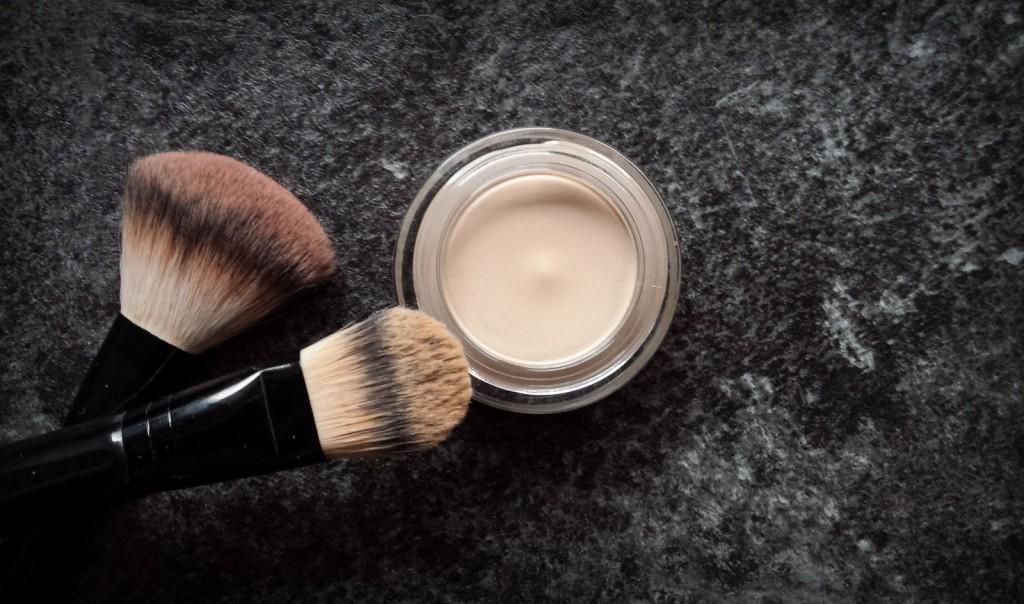 karosophies-naturkosmetik-hautsache-natural-mousse-makeup-lavera